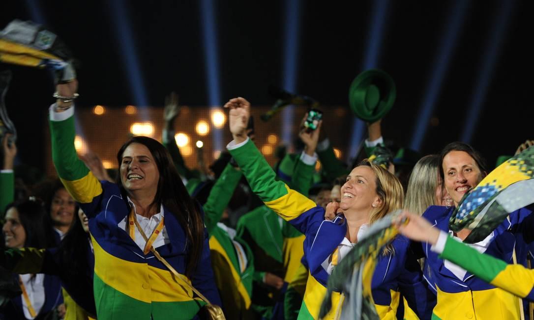 A animação das integrantes da delegação brasileira HECTOR RETAMAL / AFP