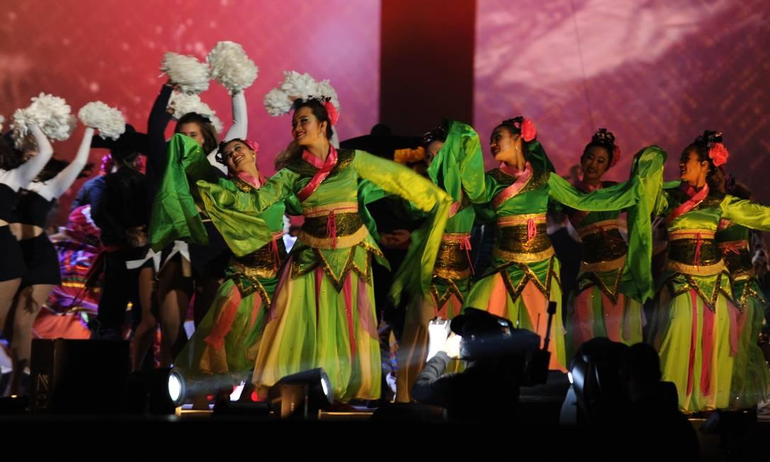 Dançarinas fizeram bonito na cerimônia HECTOR RETAMAL / AFP
