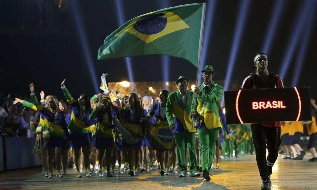 O início do desfile do Brasil Felipe Dana / AP