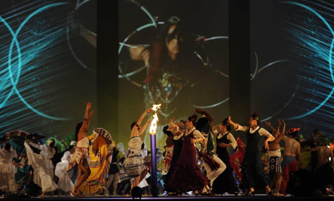 Outra performance na Cerimônia de Abertura HECTOR RETAMAL / AFP