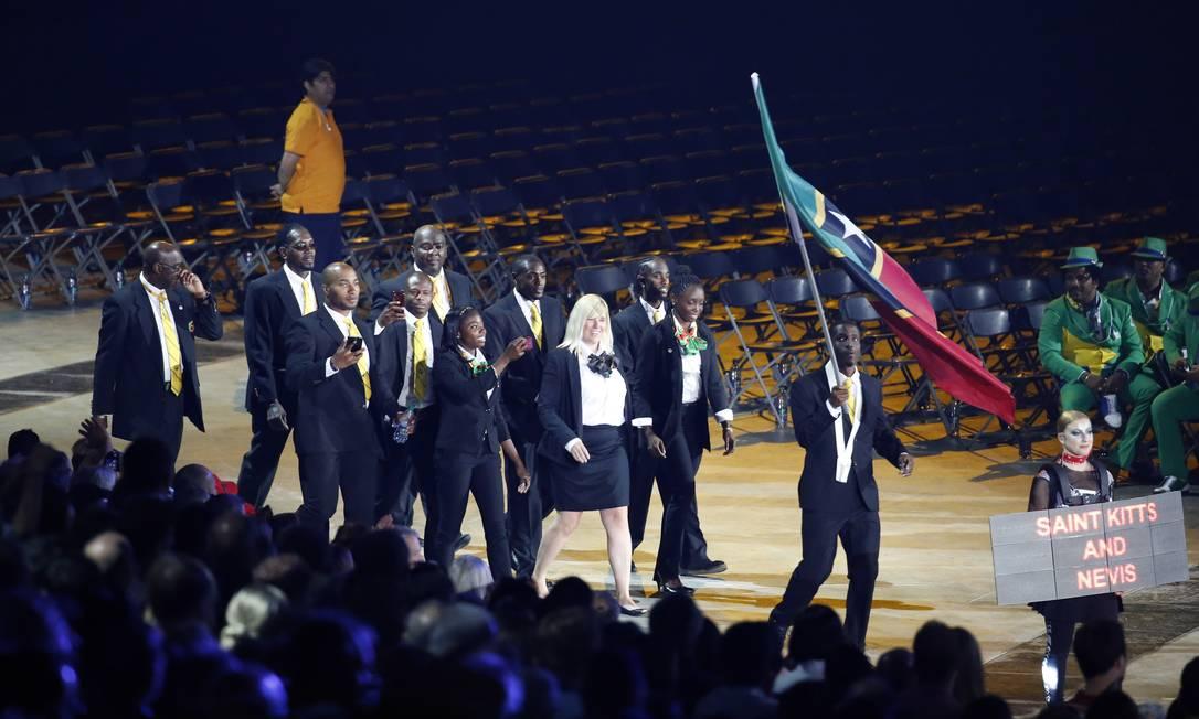 Uma das menores delegações, São Cristóvão e Neves esbanjou simpatia na abertura dos Jogos Julio Cortez / AP