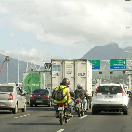 Tráfego de veículos na Ponte Rio-Niterói Foto: Bia Guedes / Agência O Globo/19-05-2015