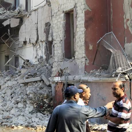 Consulado italiano teve estrutura atingida Foto: MOHAMED ABD EL GHANY / REUTERS