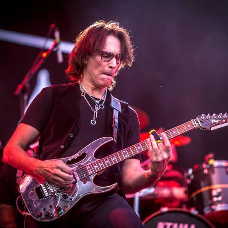 SC - Steve Vai - Foto da apresentação do guitarrista americano ao lado da banda Sepultura, no Rock in Rio USA, em Las Vegas, em maio de 2015 Foto: Divulgação