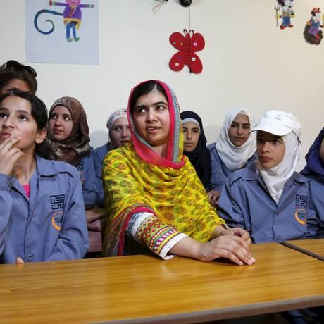 Malala disse 'não ter lições' a dar para jovens refugiadas Foto: JAMAL SAIDI / REUTERS
