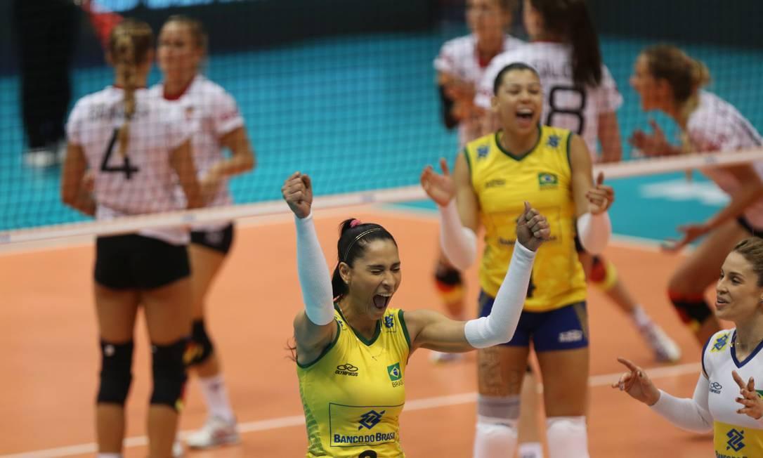 Jaque comemora a virada no primeiro set Fernando Donasci / Agência O Globo