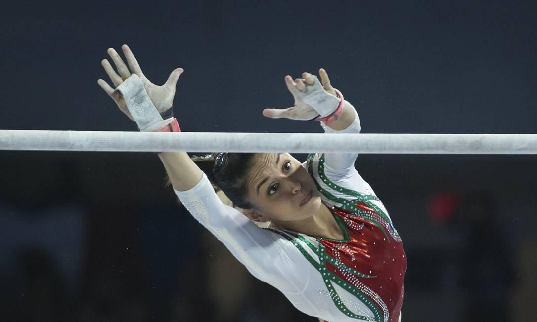 A mexicana Elsa Garcia Rogriguez compete nas barras paralelas da ginástica artística Foto: KEVIN VAN PAASSEN / AFP