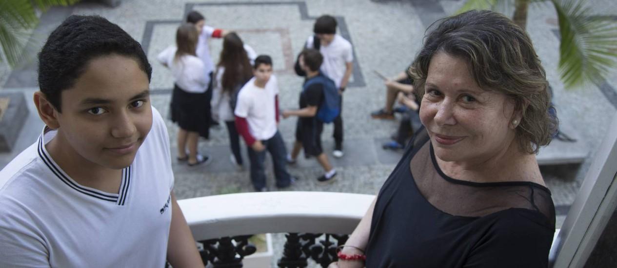 Transparência. Madeleine Soares e o filho Georges: escolha pelo cartão ajudar a para mapear e gerenciar os gastos Foto: ANTONIO SCORZA / Antonio Scorza