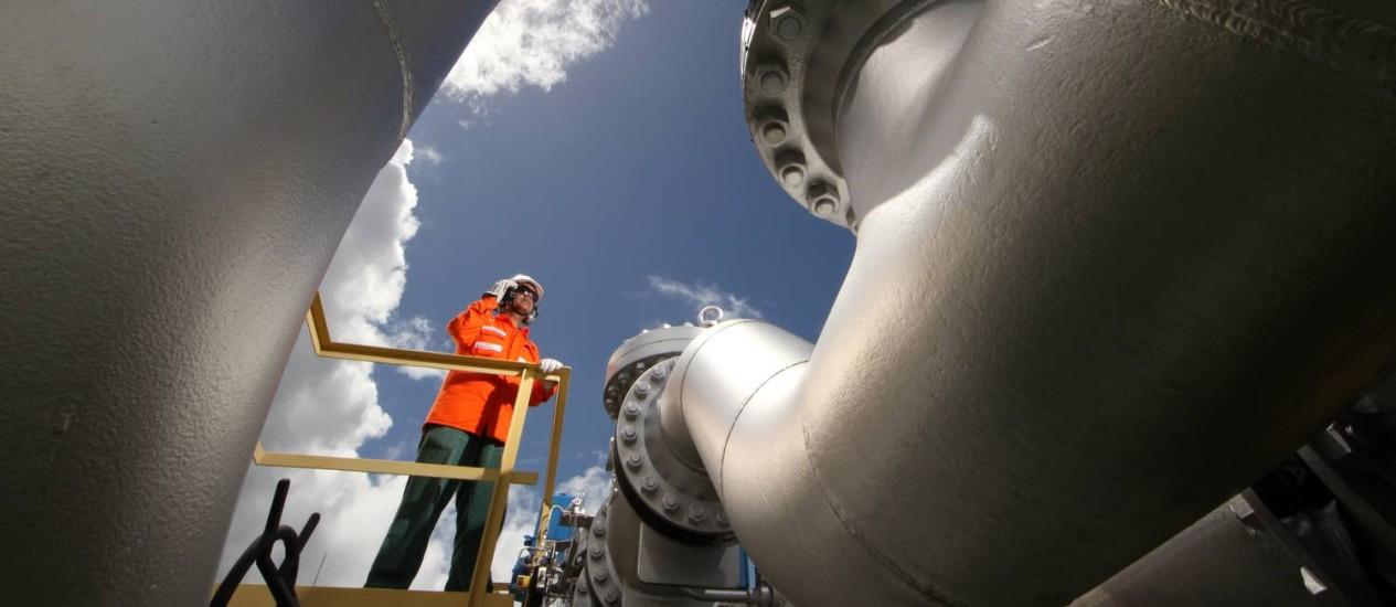 Gaspetro Homem trabalhando na Estação de Distribuição de Gás de São Francisco do Conde Foto: ago.2012 / Divulgação