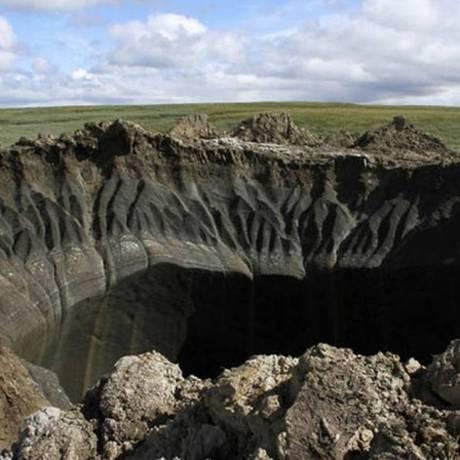 Crateras poderiam abrigar 'edifício de vários andares' Foto: Divulgação- Governo de Yamal