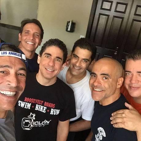Johnny Lozada, René Farraitt, Ricky Melendez, Charlie Masso, Miguel Cancel e Ray Reyes, os ex-Menudos do grupo El Reencuentro Foto: Reprodução
