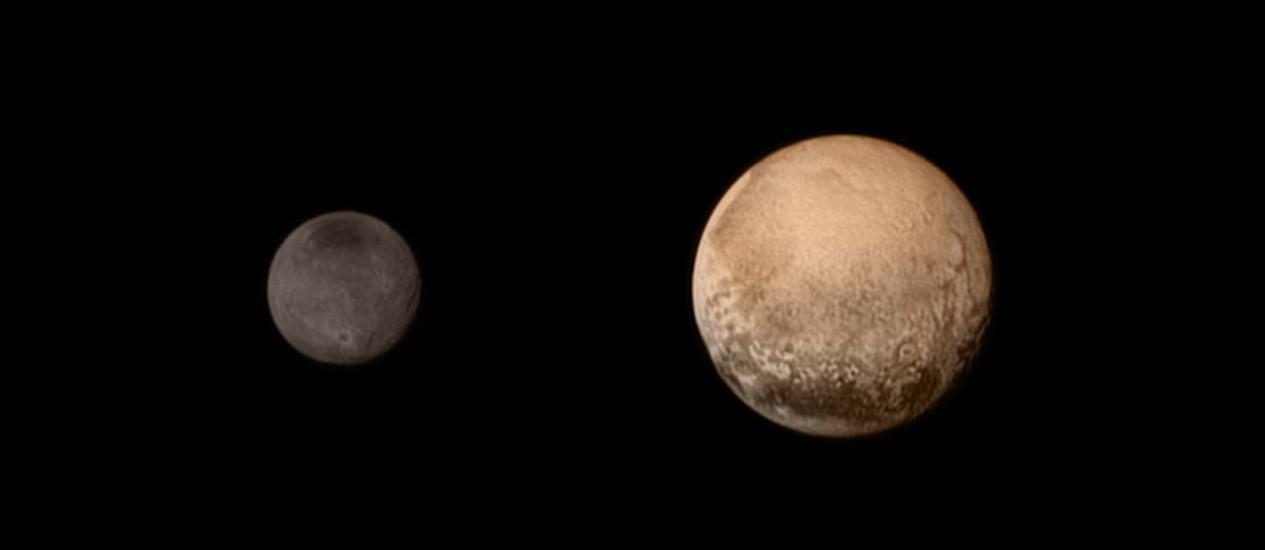 O contraste entre Plutão e sua maior lua, Caronte, em imagem captada pela sonda New Horizons no último sábado, enquanto se aproxima para sobrevoo do planeta-anão nesta terça-feira: dados coletados permitiram determinar com precisão inédita o tamanho de a Foto: Nasa/JHUAPL/SWRI