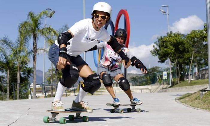 Jovens brincam com skate no Parque Madureira Foto: Fabio Rossi / Agência O Globo (22/05/2015)