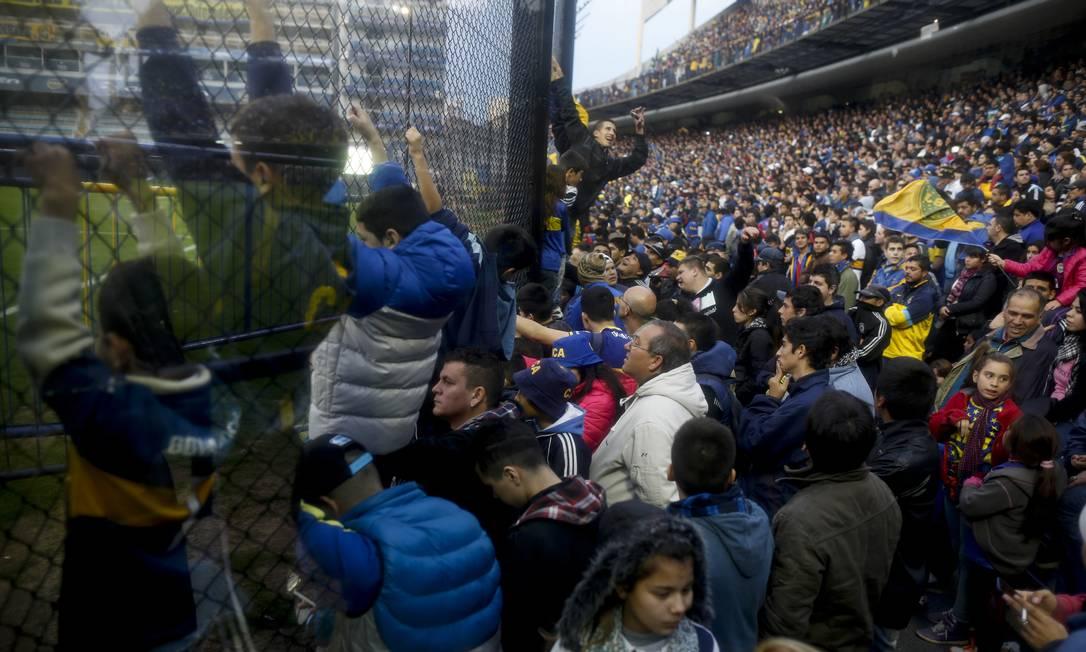 Multidão de torcedores para ver Tévez Ivan Fernandez / AP