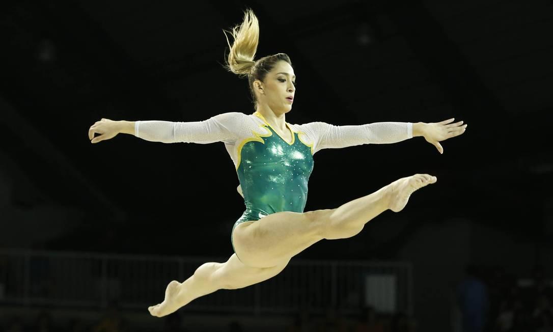 A ginasta Daniele Hypolito em açao em Toronto Geoff Burke / USA Today Sports