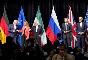 Negociadores em Viena: acordo alcançado Foto: JOE KLAMAR / AFP