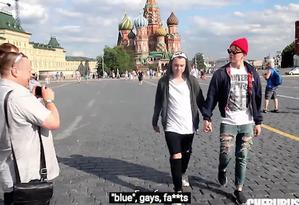 Vídeo foi gravado com câmera escondida pelas ruas de Moscou Foto: Reprodução/YouTube