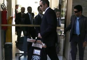 Policia Federal faz apreensão de documentos no apartamento funcional do Senador Fernando Collor (PTB-AL) residência oficial do Senado Federal. Foto: Ailton de Freitas/O Globo