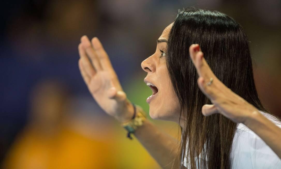 Técnica da seleção feminina de judô, Rosicleia Campos é uma atração à parte no Pan de Toronto GEOFF ROBINS / AFP