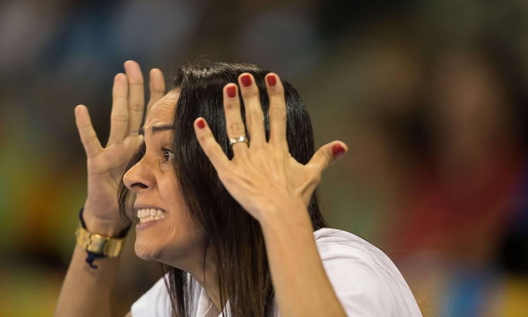 Ela comanda a seleção brasileira feminina de judô desde 2005 GEOFF ROBINS / AFP
