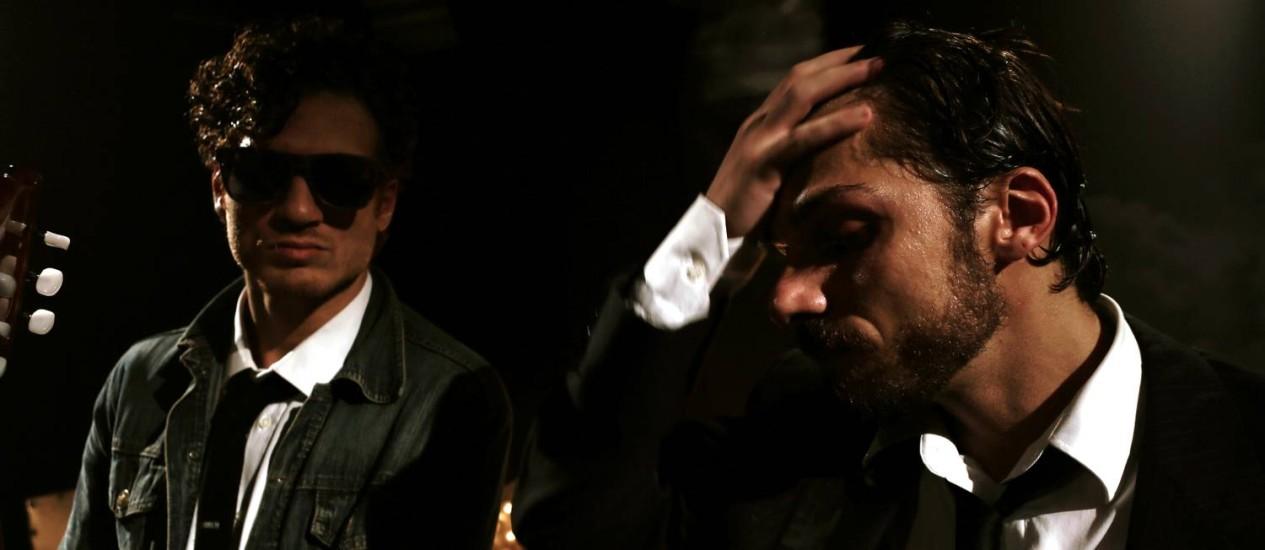 Blues brothers. Os irmãos Thiago e Thadeu Vivas usam o blues para investigar o abismo da ruptura amorosa Foto: Divulgação/Marco Aurélio Abreu