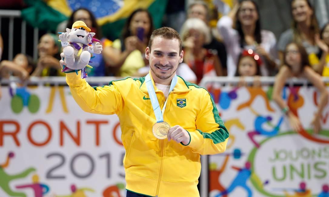 Arthur Zanetti e sua medalha de ouro no Pan Foto: EZRA SHAW / AFP