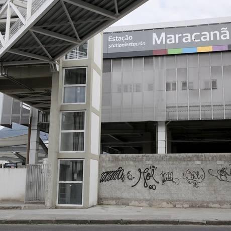 Sem orientação. Um dos dois elevadores da estação intermodal do Maracanã, na Rua Visconde de Niterói Foto: Marcos Tristão / Marcos Tristão