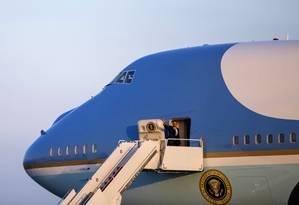Obama no Air Force One: presidente saiu vitorioso de acordo Foto: Evan Vucci / AP