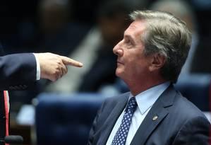 Collor no Senado, após discursar sobre a ida de agentes da PF em seus dois imóveis: busca e apreensão Foto: ANDRE COELHO / André Coelho