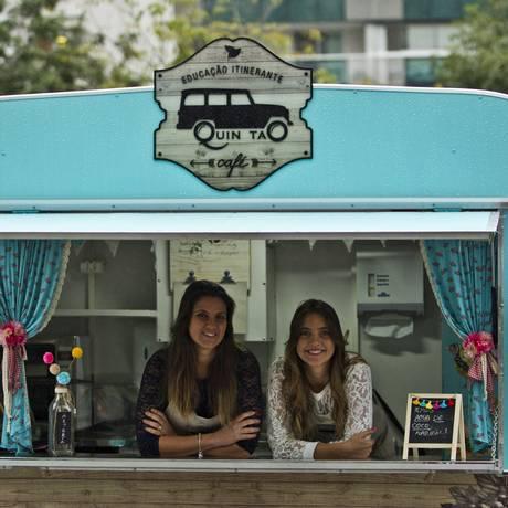 As irmãs Paola (à esquerda) e Luciana investiram em alimentação natural e educação ambiental Foto: Agência O Globo / Guilherme Leporace
