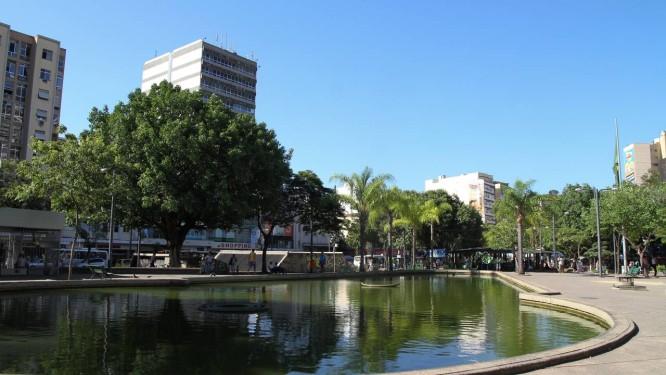 Aos 104 anos, Praça Saens Peña acompanhou a evolução do bairro Foto: Paula Giolito / Agência O Globo/29-02-2012