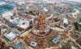 Vista aérea da construção do novo parque da Disney, que será na China