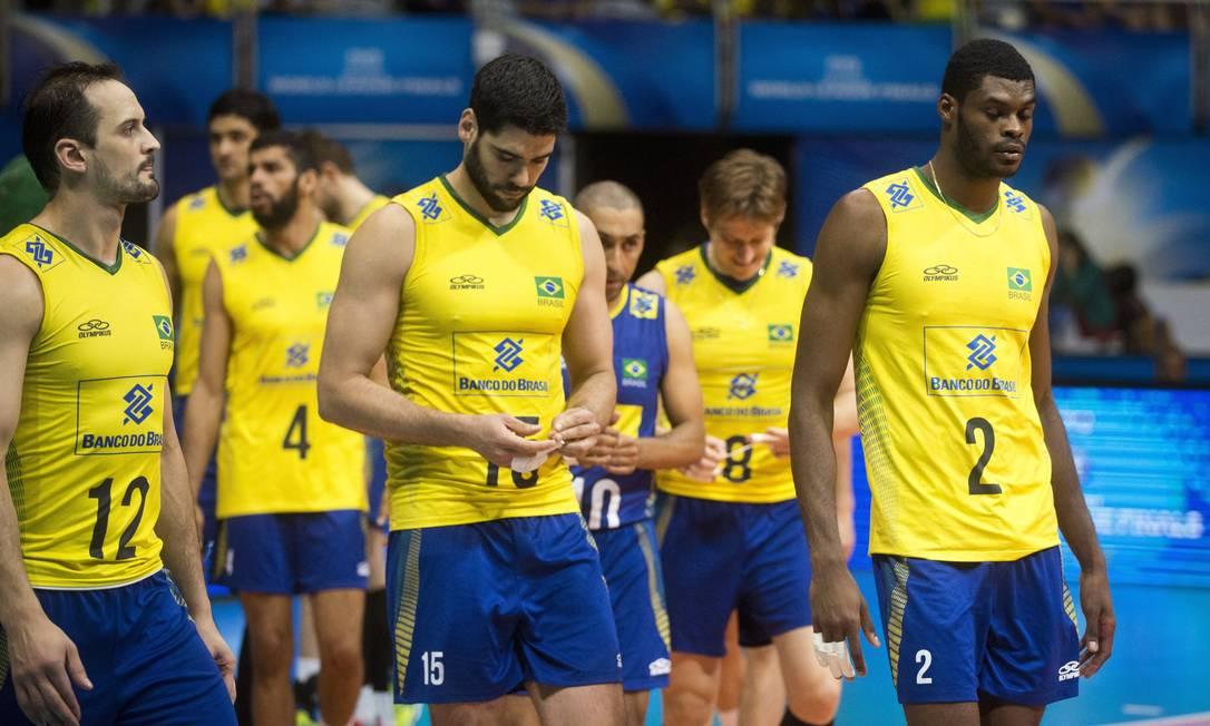 A desolação da equipe após a derrota Guito Moreto / Agência O Globo