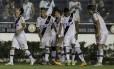 Herrera festeja o gol com os companheiros