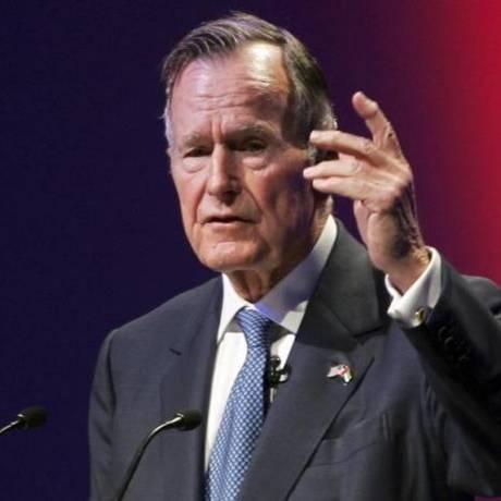 O ex-presidente dos EUA George H.W. Bush em reunião de cúpula de líderes mundiais em Abu Dhabi, em 2006 Foto: Reuters / Reuters