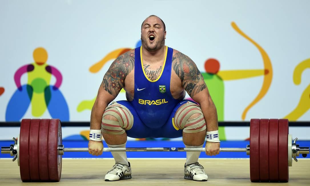 Fernando Reis conquistou o ouro no levantamento de peso no Pan de Toronto HECTOR RETAMAL / AFP