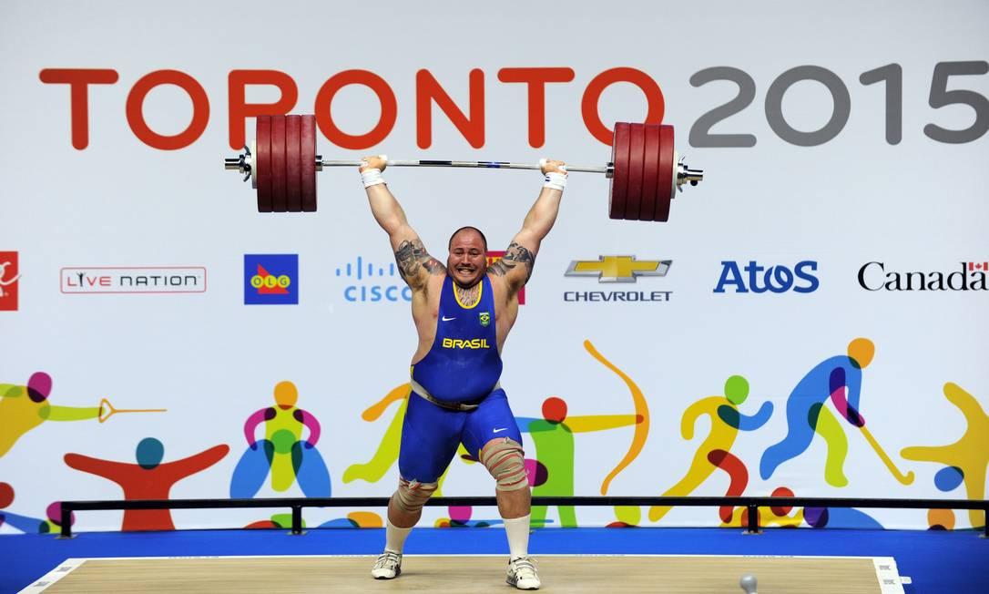 Fernando Reis competiu na categoria acima de 105 quilos HECTOR RETAMAL / AFP