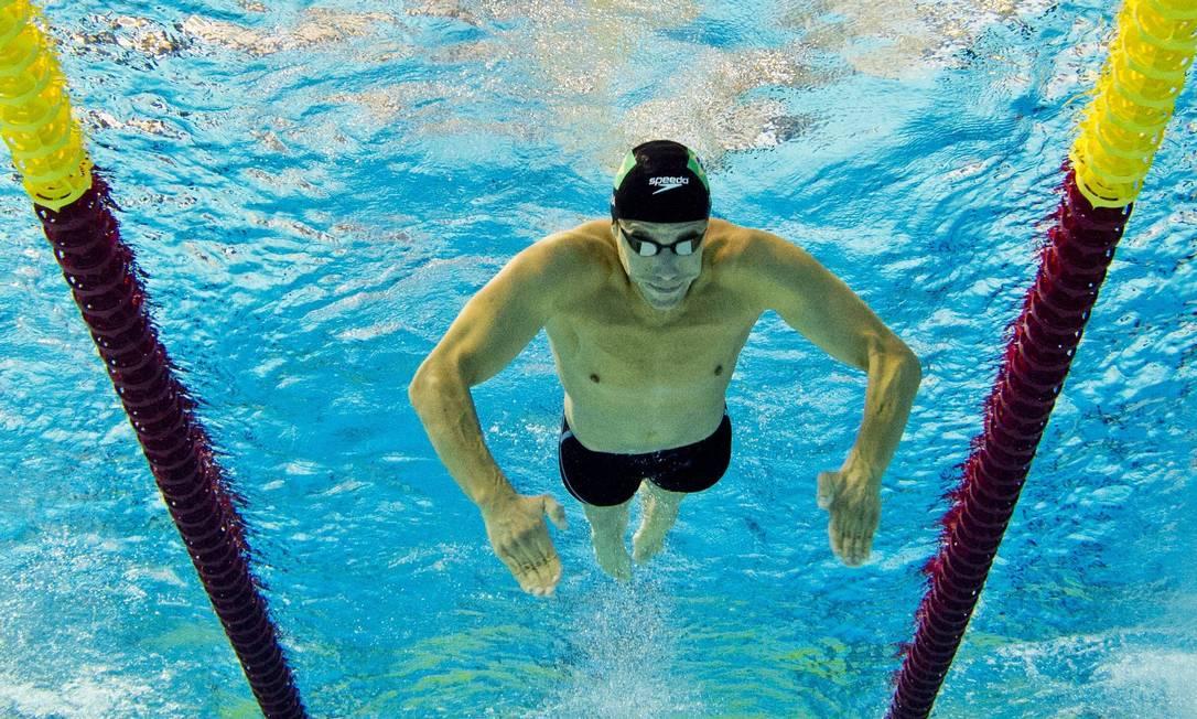 Thiago Pereira durante as preliminares da prova dos 400m medley. O brasileiro ainda pode igualar o recorde do ex-ginasta cubano Érick Lopez com 22 medalhas DAMIEN MEYER / AFP