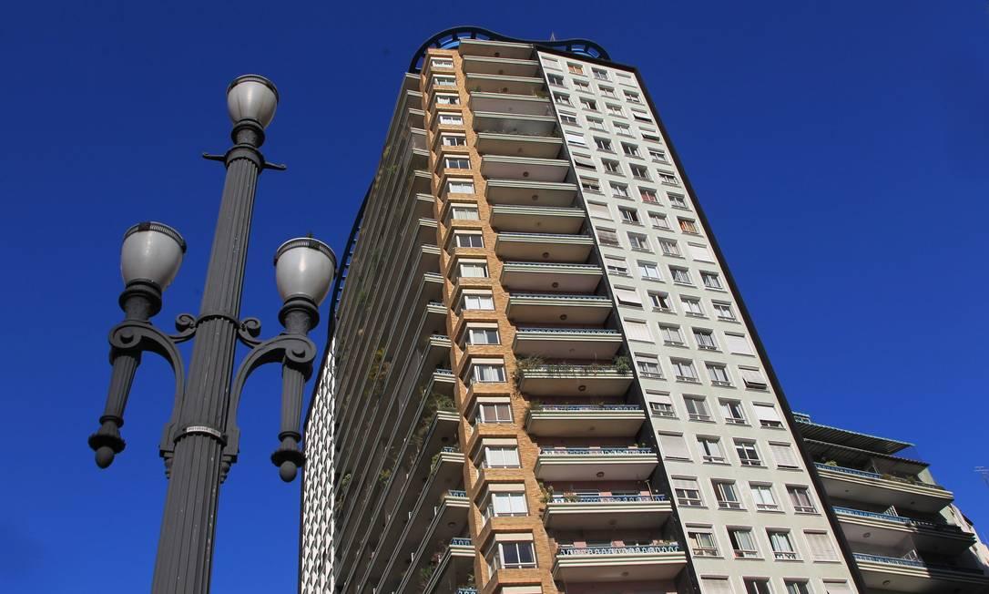 O Edifício Planalto é um cartão postal da São Paulo dos anos 1950. Vendidos a preços de classe média, os apartamentos ali hoje valem pequenas fortunas Marcos Alves / Agência O Globo