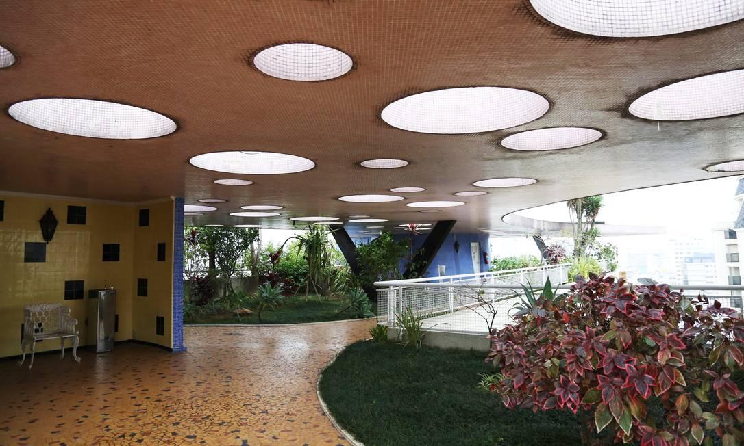 O terraço do edifício Bretagne segue um dos preceitos do modernismo de Le Corbusier: o jardim Fernando Donasci / Agência O Globo
