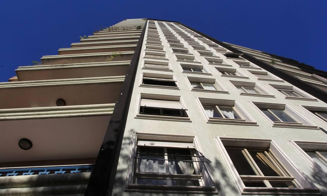 Fachada do edifício Planalto, na Bela Vista. Pastilhas coloridas e varandas amplas compõem o DNA da arquitetura de Artacho Marcos Alves / Agência O Globo
