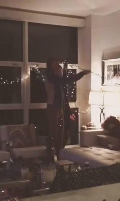 O apartamento no Instagram da modelo - olha o ursinho em cena Reprodução/ Instagram