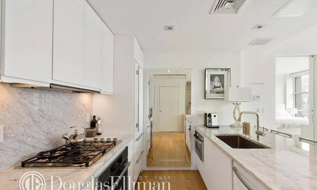 A decoração do apartamento é clean, com o branco como protagonista Divulgação