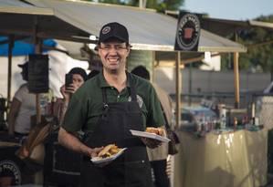 Fred de Maeyer em sua barraquinha nas feiras de food truck Foto: Leo Martins
