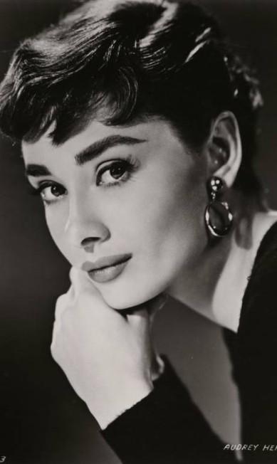Audrey imortalizada como Sabrina, em imagem feita para a Paramount por Bud Fraker em 1954 Bud Fraker