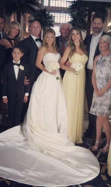 Além de Sofia, o ator Joe Manganiello, noivo da atriz, também esteve no casamento de Chi Bui e Todd Bookston Reprodução/ Instagram
