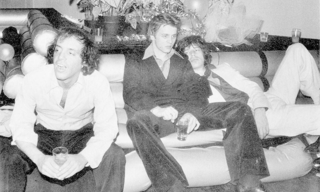 """Um momento """"pra lá de Bagdá"""" de Mick Jagger e Mikhail Baryshnikov na boate, nos anos 70 Reprodução do livro 'Studio 54 - The legend'"""