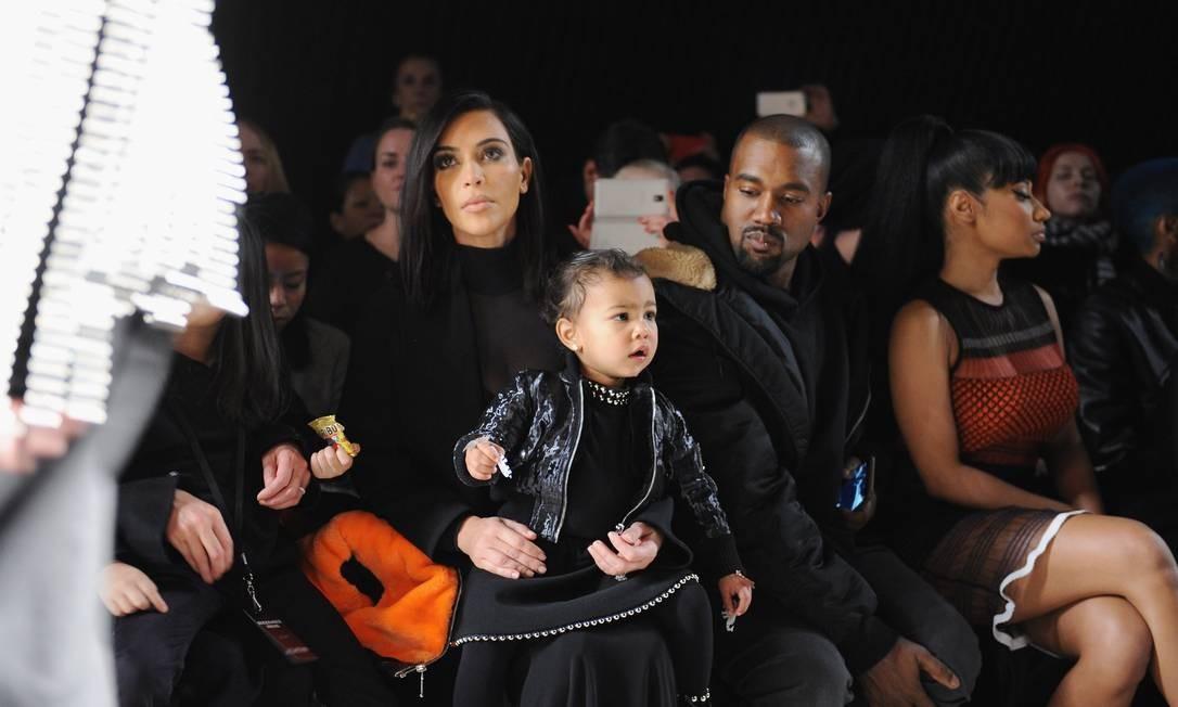 O estilo de Kanye não é por acaso: o músico já lançou coleções em parceria com a Adidas e, anteriormente, com a Nike. Ao lado de Kim Kardashian, ele é uma figura frequente na fila A das semanas de moda internacionais Craig Barritt / AFP