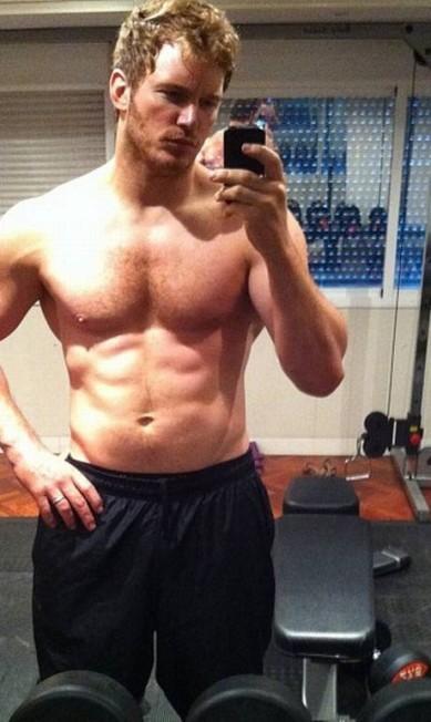 Chris Pratt exibe seu tanquinho na internet Reprodução/ Instagram