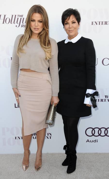 Ao lado da filha Khloé Kardashian, Kris Jenner com look sóbrio no red carpet Foto: Richard Shotwell / Richard Shotwell/Invision/AP